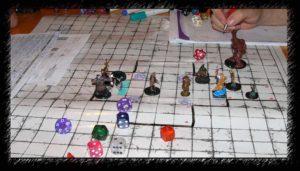 Le jeu de rôle se joue avec toute sorte de dés, plans, etc...